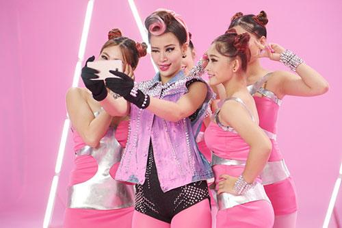 """Đông Nhi đầy cá tính với tóc hồng trong dự án """"Pink Girl""""-5"""