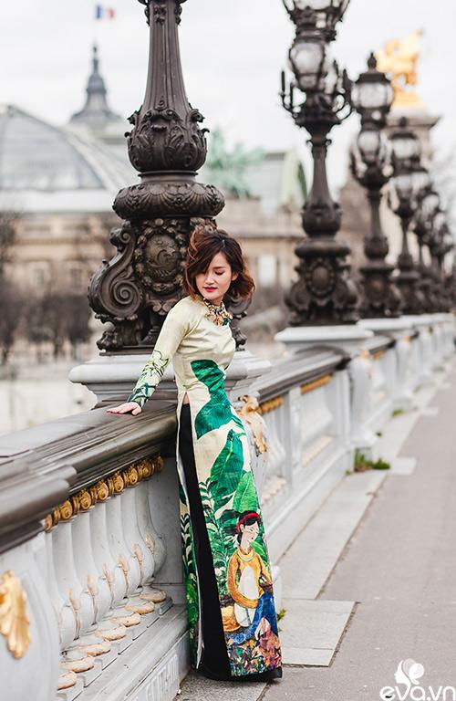 Nao lòng ngắm áo dài Việt tha thướt trên đường phố Paris-12