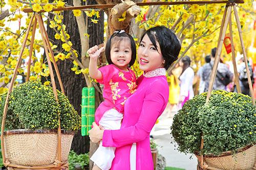 """""""me don than"""" thuy duong rang ro du xuan cung con gai - 4"""