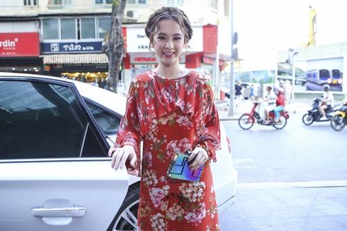 angela phuong trinh khien thanh thuy bi soc tren phim truong - 1