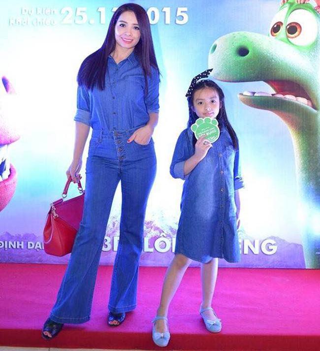 Trong những buổi tham gia sự kiện, hai mẹ con thường xuyên diện đồ đôi rất chất và cực kì tông - xuyệt - tông.