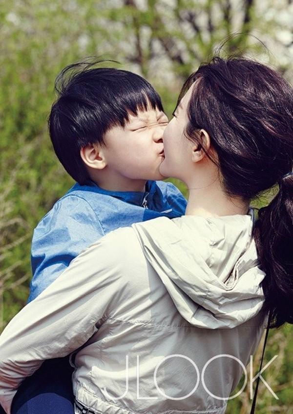 song hye kyo tang can, gia dan sanh doi cung trai tre - 12