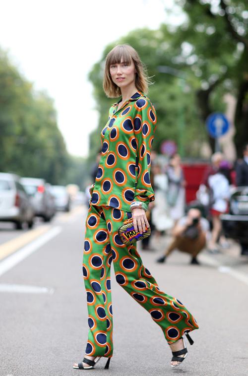 mac pyjama thoi thuong va sanh dieu dao pho - 15