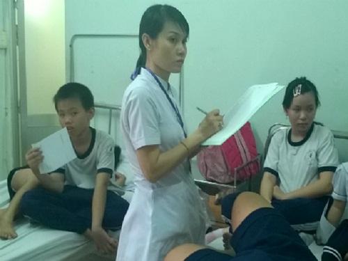 tp.hcm: hang chuc hoc sinh ngo doc sau bua an trua - 1