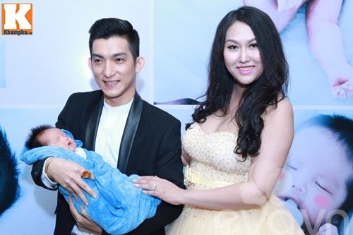 con trai bu bam cua phi thanh van lan dau lo dien - 3