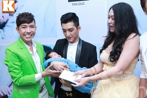 con trai bu bam cua phi thanh van lan dau lo dien - 20
