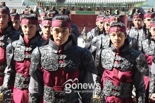 "10 ly do khien ban ""khong the khong yeu"" song joong ki - 12"
