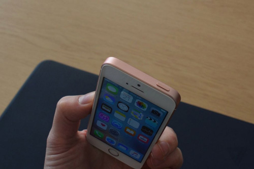 can canh iphone se vua trinh lang gay that vong cho nguoi ham mo apple - 10