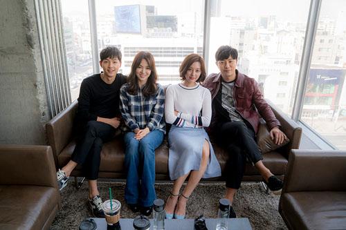 """vo jin goo ung ho chong """"yeu"""" kim ji won trong hau due cua mat troi - 8"""