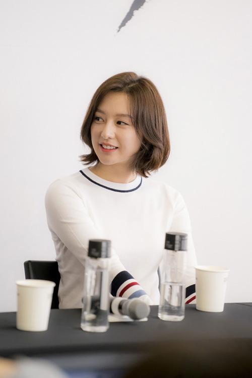 """vo jin goo ung ho chong """"yeu"""" kim ji won trong hau due cua mat troi - 6"""