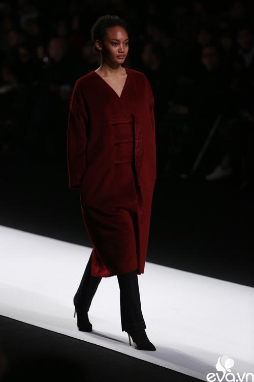 minh hang ngoi hang ghe dau tai seoul fashion week - 18