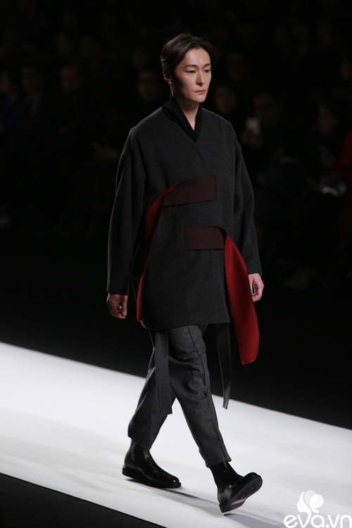 minh hang ngoi hang ghe dau tai seoul fashion week - 17