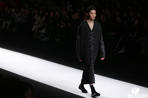 minh hang ngoi hang ghe dau tai seoul fashion week - 15