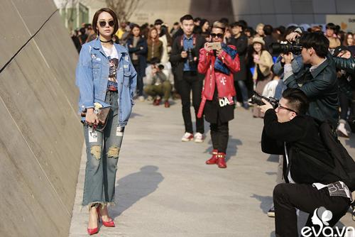 minh hang ngoi hang ghe dau tai seoul fashion week - 3