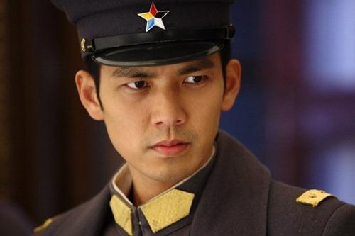 """ai se thay song joong ki lam soai ca trong """"hau due cua mat troi"""" trung? - 1"""