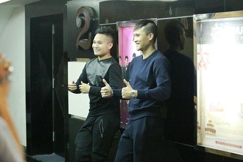 cong vinh dua dong doi di xem phim cua vo - 9