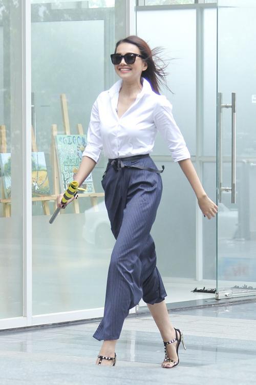 Nữ công sở mặc đẹp như Hà Tăng không hề khó!-8