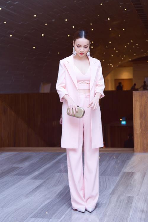 Nữ công sở mặc đẹp như Hà Tăng không hề khó!-12