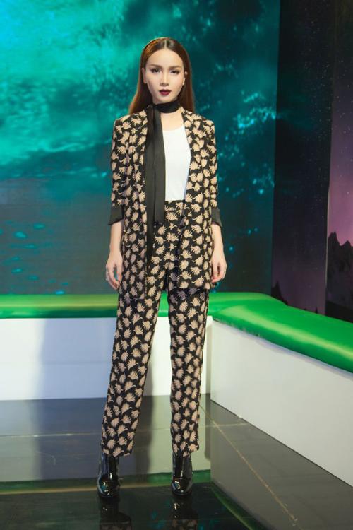 Nữ công sở mặc đẹp như Hà Tăng không hề khó!-14