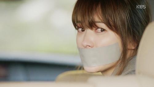 "song joong ki hoa ""hac y nhan"" xong vao hang cop cuu song hye kyo - 1"