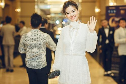 Á hậu Diễm Trang tắm sữa chua để da như em bé khi bầu bí-1