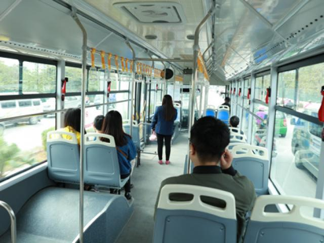 45 phút trải nghiệm đi xe buýt nhanh của một dân văn phòng