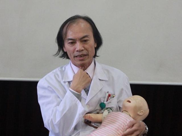 Chuyên gia hướng dẫn cách sơ cứu trẻ bị hóc thạch, hạt hướng dương ngày Tết