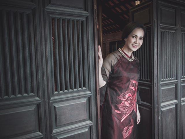 NSND Lan Hương thấy hãnh diện khi mặc áo dài truyền thống