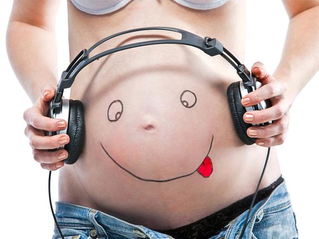 Cho thai nhi nghe nhạc nhưng không phải mẹ nào cũng biết những điều này!