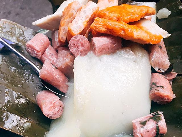 Ngày trở gió, chiều đói bụng, đi ăn ngay hàng bánh giò nóng hổi, đầy ắp giò chả ở Hà Nội
