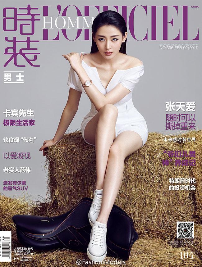 Cùng nhau hội ngộ trên bìa tạp chí L'Officiel nên khán giả có dịp so sánh nhan sắc của 'thái tử phi' Trương Thiên Ái và 'Đông phương bất bại' Trần Kiểu Ân.