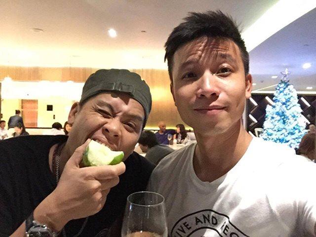 John Huy Trần cầu hôn bạn trai đồng giới sau gần 10 năm hẹn hò