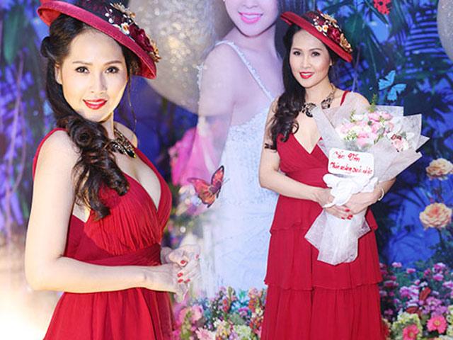 Sau 13 năm, gái nhảy Minh Thư vẫn giữ vững thương hiệu mặc sến