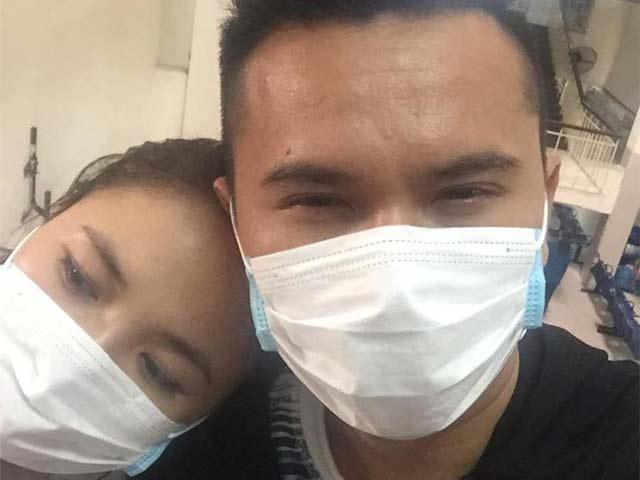 Sao Việt 24h qua: Vợ chồng Tú Dưa vẫn tình cảm bên nhau khi đi khám bệnh