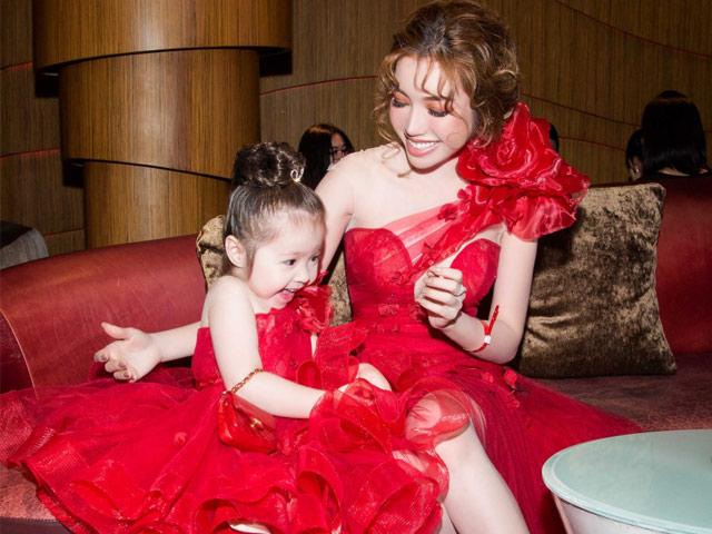Ngắm ảnh này đi bạn sẽ hiểu vì sao Elly Trần và con gái Cadie lại hot đến thế