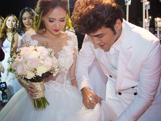 Diễn viên Phương Hằng suýt ngã khi lên sân khấu làm lễ cưới