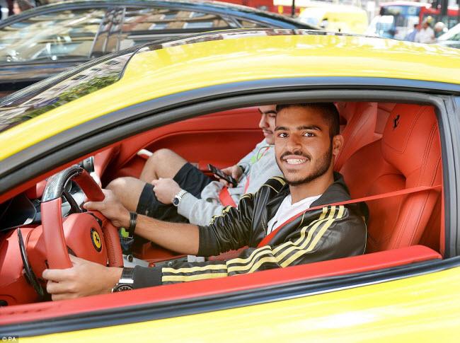 Các triệu phú trẻ đến từ các nước Trung Đông thường lựa chọn thành phố London ở Anh để tận hưởng kỳ nghỉ hè. Họ mang theo những chiếc siêu xe và sẵn sàng chỉ rất nhiều tiền bạc để chăm sóc chúng.