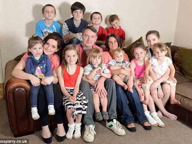 Gia đình đông con nhất nước Anh khiến nhiều người choáng váng khi chuẩn bị sinh thêm con