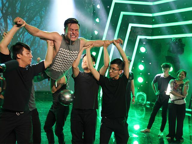 Lê Hoàng phản đối việc Lê Dương Bảo Lâm mang màn móc mắt lên sân khấu