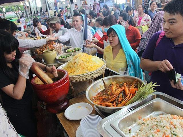 Chỉ từ 10 nghìn đồng, ăn đã miệng tại 100 gian hàng trong Liên hoan món ngon các nước