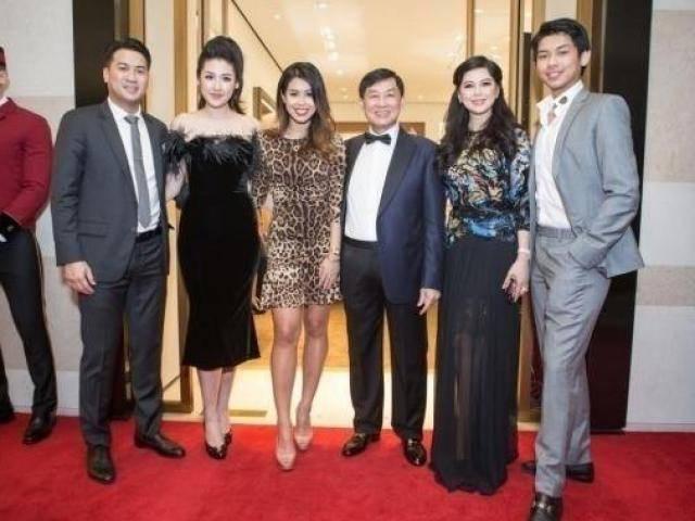 Giữa tin đồn hẹn hò, Tú Anh công khai xuất hiện cùng cả gia đình Phillip Nguyễn