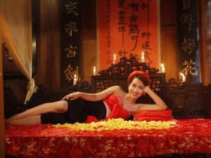 Tại sao cảnh hở hang, khoe da thịt trong phim hài Tết tăng không điểm dừng?