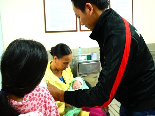 Đi đẻ mùa lạnh: Cách chăm sóc cho trẻ sơ sinh vừa lọt lòng mẹ để tránh mắc bệnh