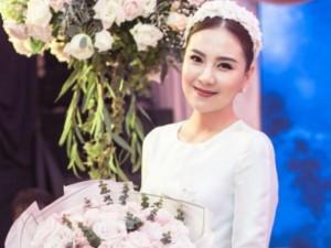 """Lời bố chồng dặn MC Mai Ngọc trong ngày sinh nhật: """"Đừng sợ, con cứ múc nó cho bố nhé"""""""