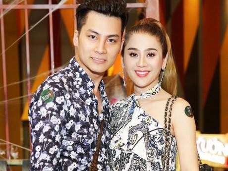 Lâm Khánh Chi tình tứ sánh đôi cùng chồng trẻ sau đám cưới tại Sài Gòn