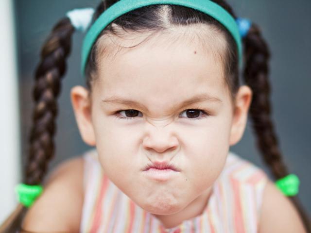 Đừng la mắng dữ dội khi trẻ bướng bỉnh, cha mẹ hãy làm theo cách này!