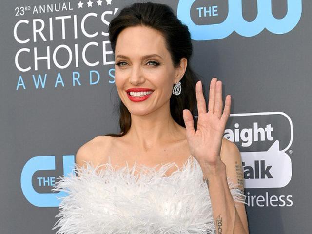 Ngôi sao 24/7: Nhịn ăn và thường xuyên uống cà phê, Angelina Jolie chỉ còn nặng 35kg