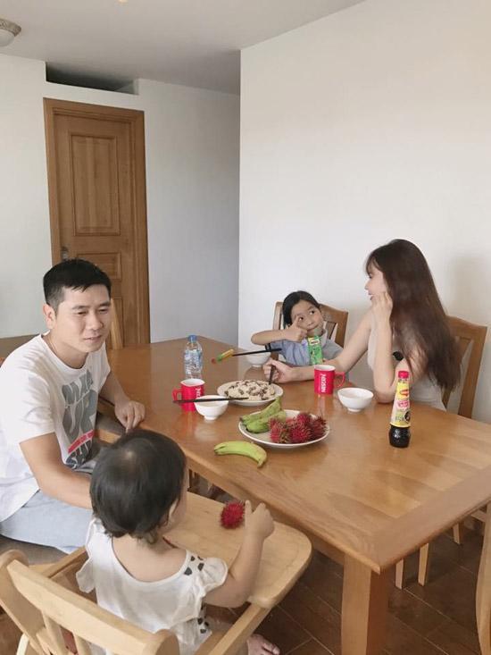 Sau thời gian dài giấu kín, Lưu Hương Giang lần đầu khoe ảnh cận mặt con gái thứ 2 - 5