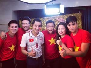 """Thảo Vân, Quang Thắng, danh thủ Hồng Sơn và gần 50 nghệ sĩ hát vang """"Tôi yêu bóng đá"""""""