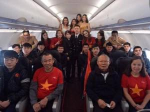 Người mẫu mặc bikini phản cảm trên chuyên cơ đón U23 Việt Nam: VietJet Air chính thức xin lỗi